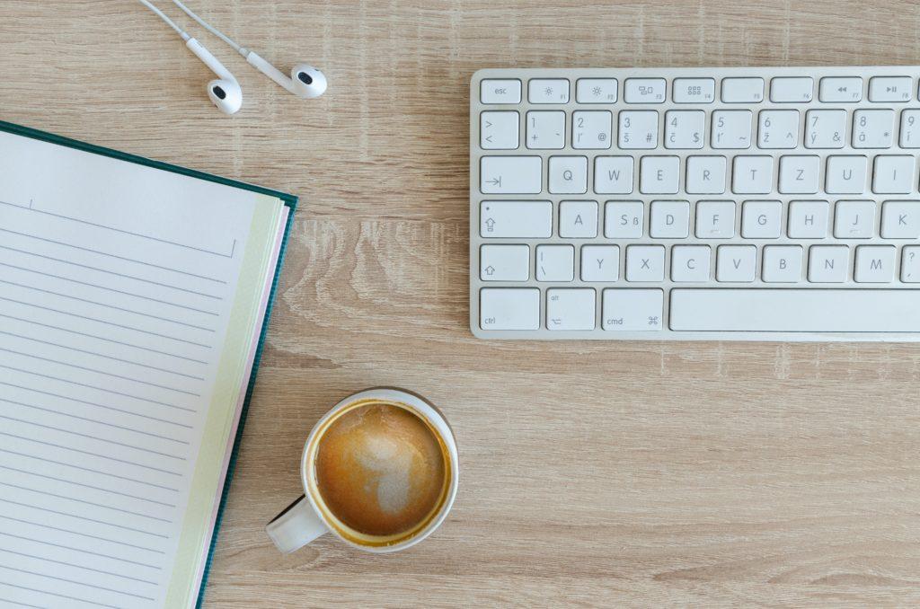 Der Blog als Marketing- und Vertriebsinstrument ist kein Selbstläufer. Und er ist mit Aufwand verbunden, Und er setzt eine Strategie voraus. Das haben unsere Expert:innen in dieser Ausgabe eindrucksvoll dargelegt. Ich stelle Ihnen sieben Schritte vor, mit denen Sie überprüfen, ob der Blog für Ihr Vorhaben die richtige Wahl ist.