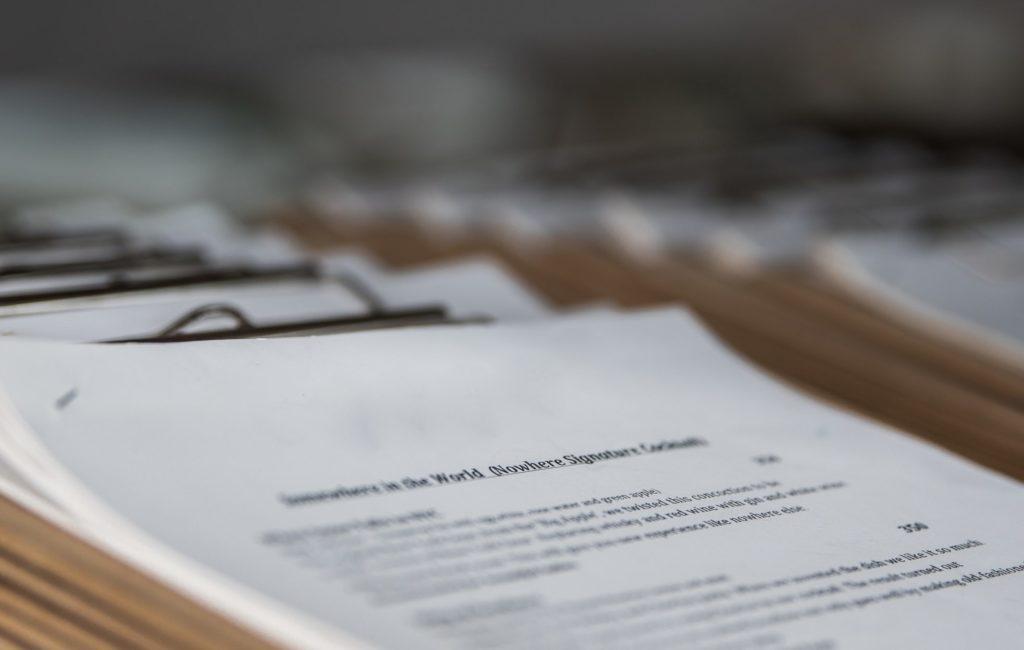 In einem 10-Punkte-Plan fasst der Handelsverband Deutschland (HDE) die zentralen Initiativen und Maßnahmen zusammen, die der künftige Bundestag aus Sicht des Einzelhandels auf den Weg bringen sollte. Um den von der Pandemie hart getroffenen Innenstadt-Einzelhandel zu unterstützen, schlägt der HDE dabei die Ausgabe eines City-Bonus' für den Einkauf im von den Lockdowns betroffenen Einzelhandel vor und fordert eine konsequente Präventionsstrategie zur Vermeidung eines weiteren Corona-Lockdowns.