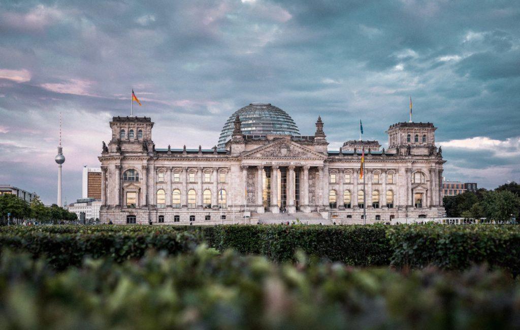 Noch befindet sich Deutschland in der Corona-Krise. Dies hatte und hat für viele mittelständische Unternehmen massive ökonomische Konsequenzen. Dabei ist gerade der Mittelstand das Rückgrat der deutschen Wirtschaft. Mit einem 10-Punkte-Plan möchte der BVMW die debatte rund um seine Zukunftsfragen anregen.